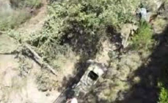 Bus falls into deep gorge in Jammu Kashmir  - Sakshi
