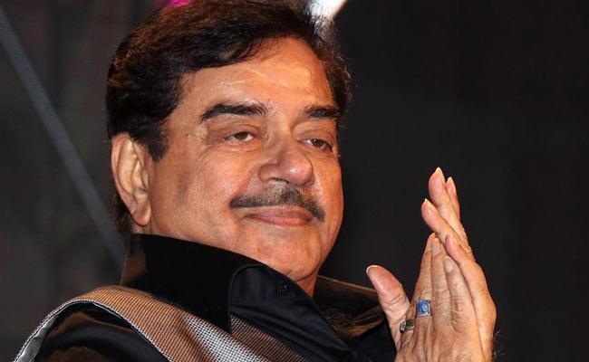 BJP Rebel Shatrughan Sinha May Contest As Congress Candidate - Sakshi