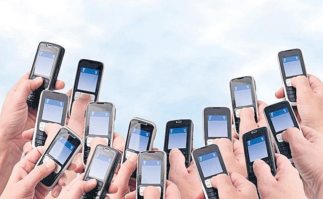 Telecom subscriber base crosses 120 crore - Sakshi