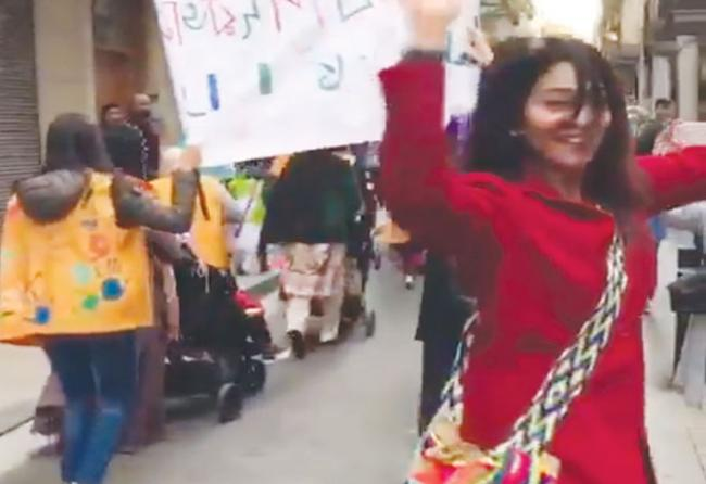 Shriya Saran Dance On Road In Abroad - Sakshi