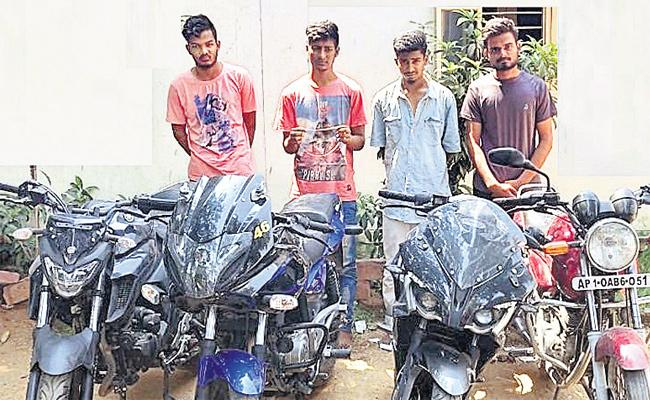 Inter And Degree Students Arrest in Chain Snatching Case - Sakshi