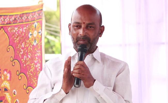 BJP MP Candidate Bandi Sanjay Comments On KCR - Sakshi