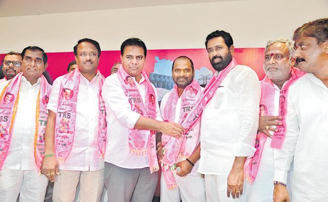Two MP seats in Palamore should be won by a huge margin - Sakshi