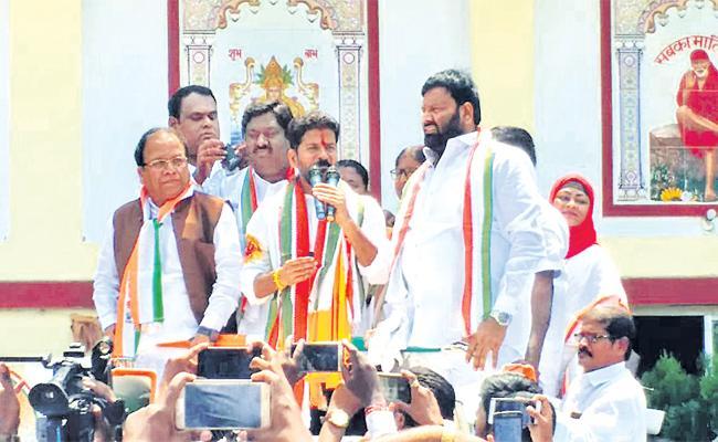 One Day Deadline For Lok Sabha Election Nominations - Sakshi