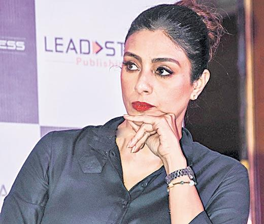 Tabu to play Allu Arjun's mom - Sakshi