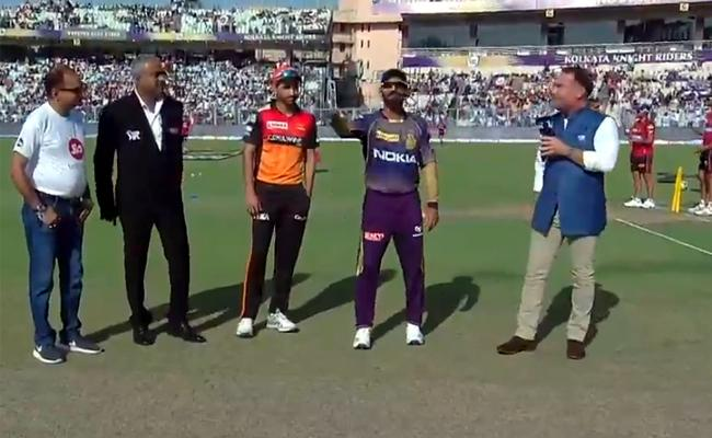 Bhuvneshwar leads SRH as Williamson misses out due to injury - Sakshi