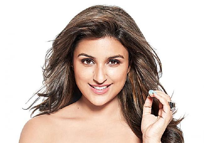 Parineeti Chopra thanks fans for showering love on Kesari - Sakshi