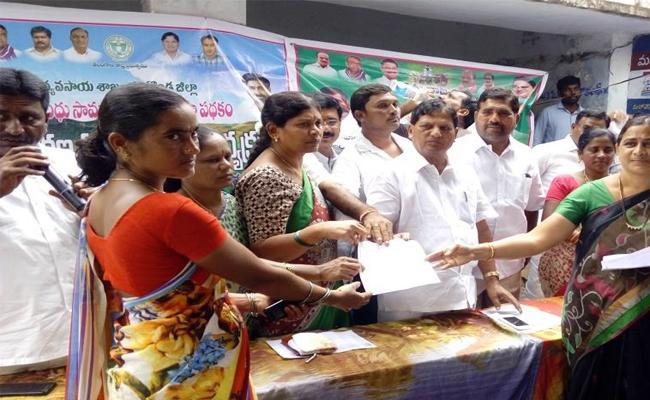 Farmers Has Huge Benefit In Insurance Scheme - Sakshi