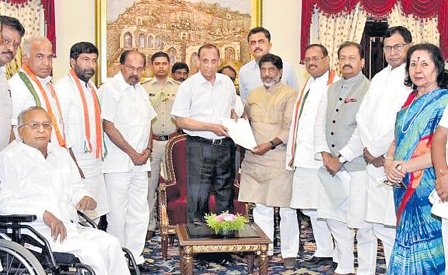 Veerappa Moily Complained About KCr To Governor Narasimhan - Sakshi