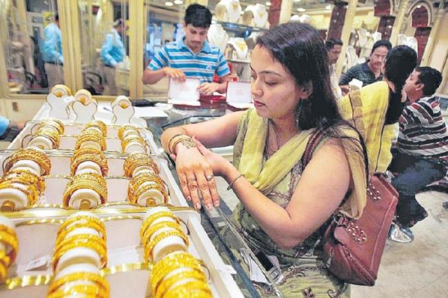 Gold takes a hit ahead of Fed call - Sakshi