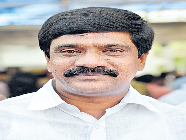 A passenger complaint by the SMS to the Transport Minister Prashant Reddy - Sakshi