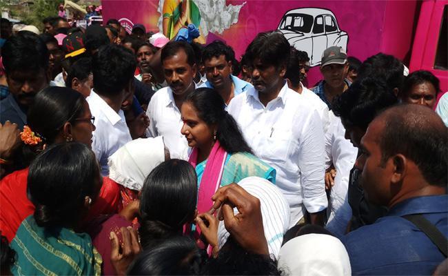 MP Kavitha Election Campaign Nizamabad - Sakshi