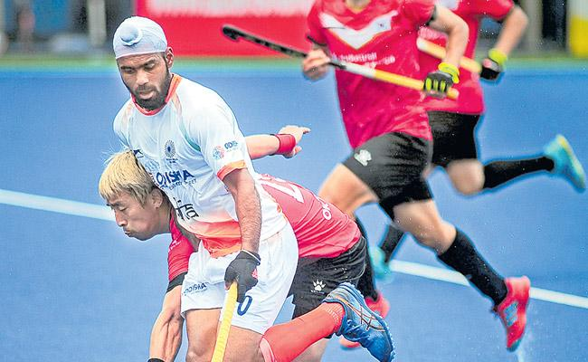 second match against South Korea was held in a draw with India - Sakshi