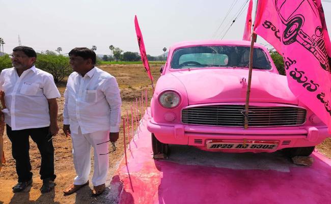 MP Vinod Felt Happy By Seeing Car - Sakshi