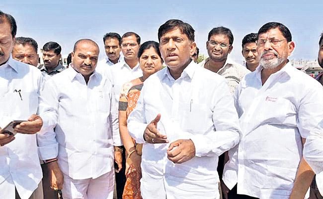 Telangana MPs play a vital role in the center - Sakshi