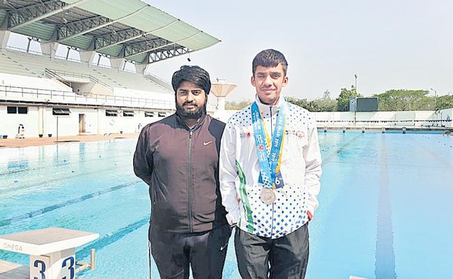 Telangana Swimmer Ashok Gets Silver Medal - Sakshi