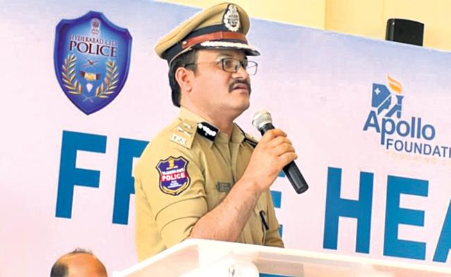 Traffic Police Special Drive For Midnight Bike Racers - Sakshi
