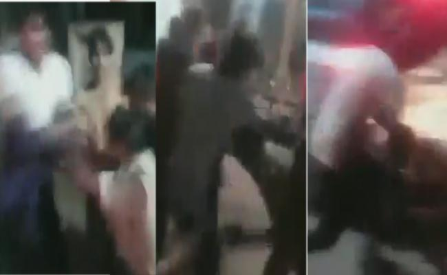 Auto Rickshaw Driver Beats Police Personal For Stopping Wrong Side Driving - Sakshi
