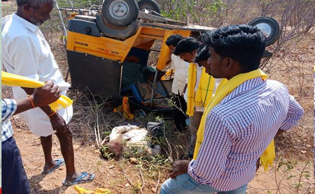 TDP Leader Died In Road Accident Anantapur - Sakshi