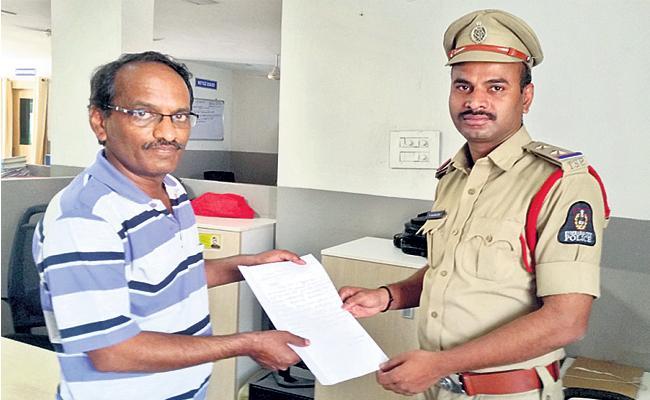 Murder Attempt on TRS Leader Hyderabad - Sakshi