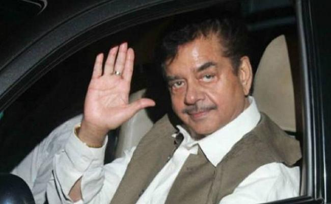 BJP Senior Leader Shatrughan Sinha To Join In Congress Party - Sakshi