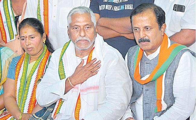 Jeevan Reddy said he would fight on public issues - Sakshi