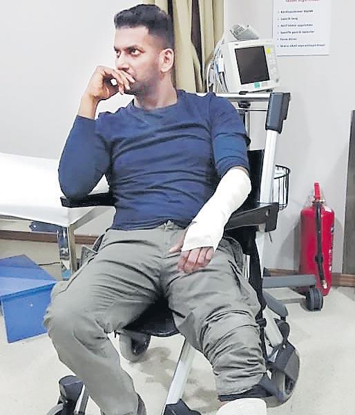 Vishal injured in a bike accident while filming in Turkey - Sakshi