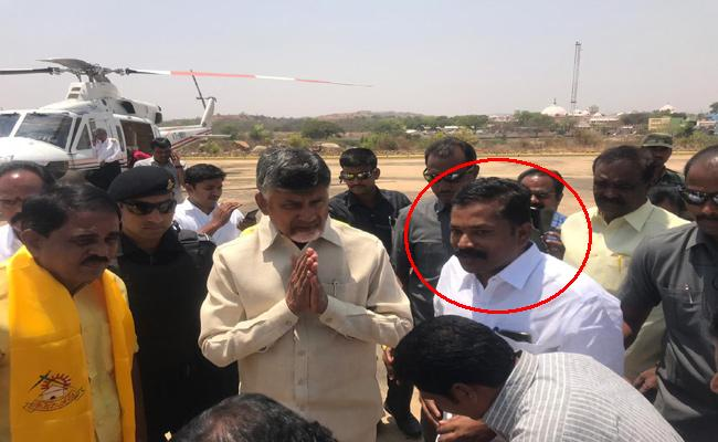 Constable Supporting TDP Government In Anantapur - Sakshi