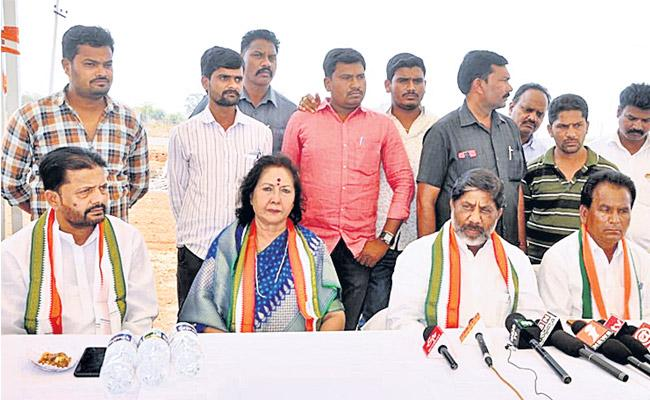 People are looking towards Congress said former minister Geeta reddy - Sakshi