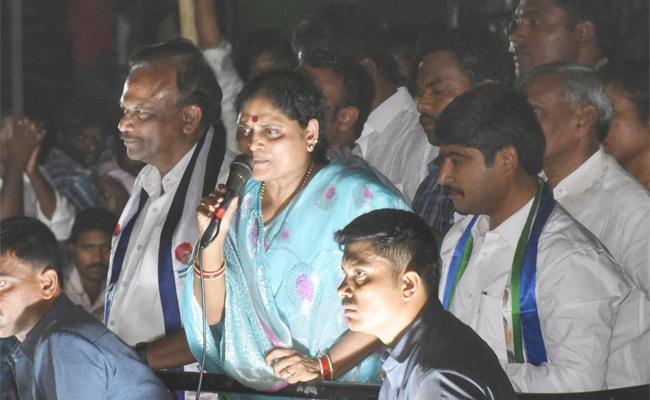 YS Vijayamma Election Campaign At Markapuram - Sakshi