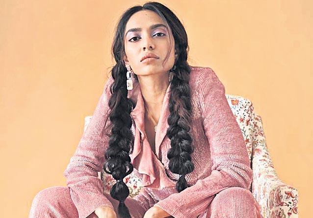 Akshay Kumar returning to horror comedy with Kanchana remake - Sakshi