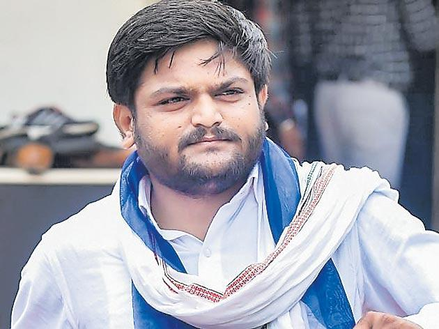 Hardik Patel Can not Contest Polls as Gujarat HC Refuses to Stay Conviction - Sakshi
