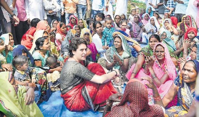 Priyanka Gandhi fight Narendra Modi in Varanasi - Sakshi