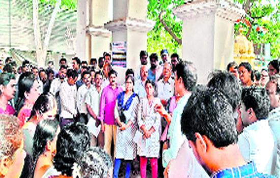 Employees Fires On Their Union Leaders - Sakshi