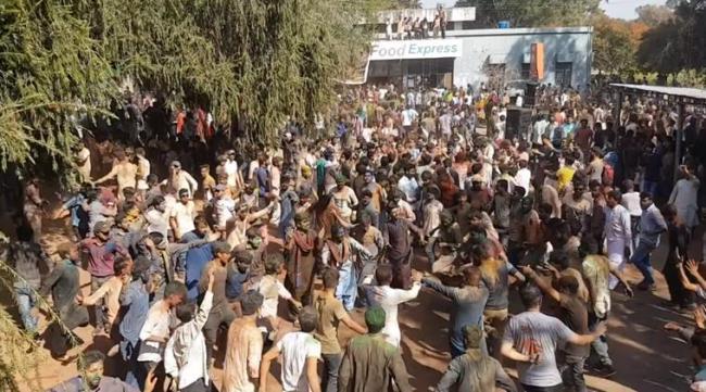 Video of Holi celebration at a university in Pakistan is Winning Hearts Online - Sakshi