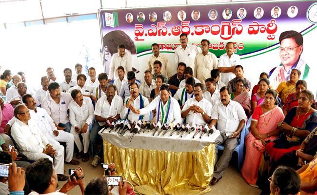 Thippala Nagireddy Slams TDP Leaders in Visakhapatnam - Sakshi