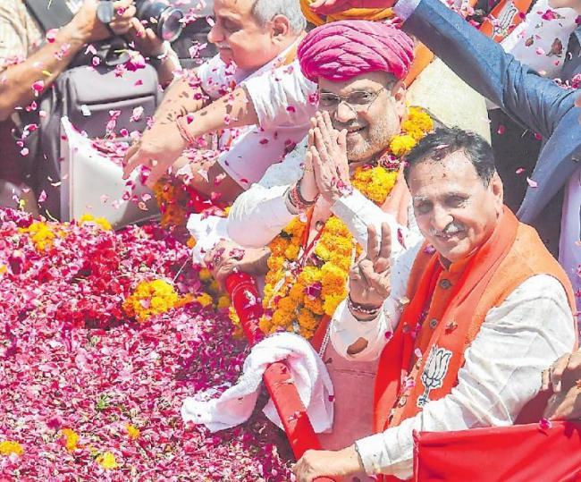 Amit Shah files nomination for Gandhinagar - Sakshi