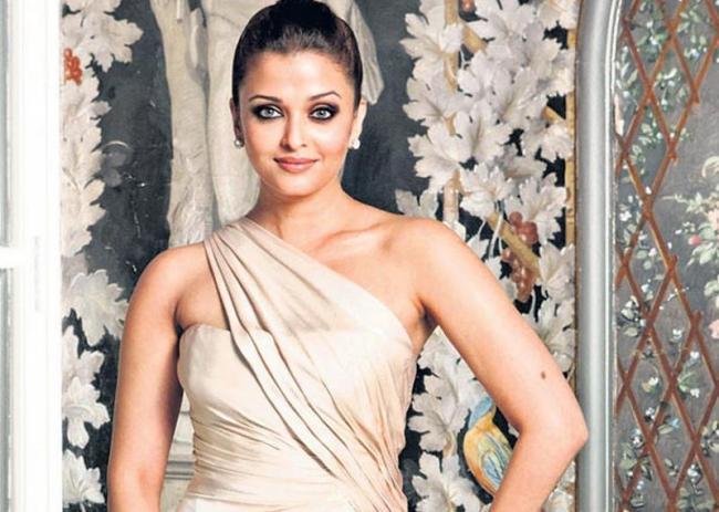 Aishwarya Rai Bachchan says she wants to direct a film soon - Sakshi
