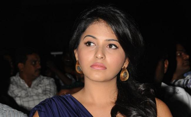 Actress Anjali Gives Clarification on Her Marriage - Sakshi