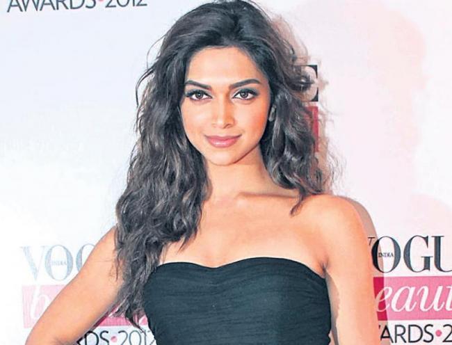 Deepika Padukone,Meghna Gulzar Acid Attack Chappak - Sakshi