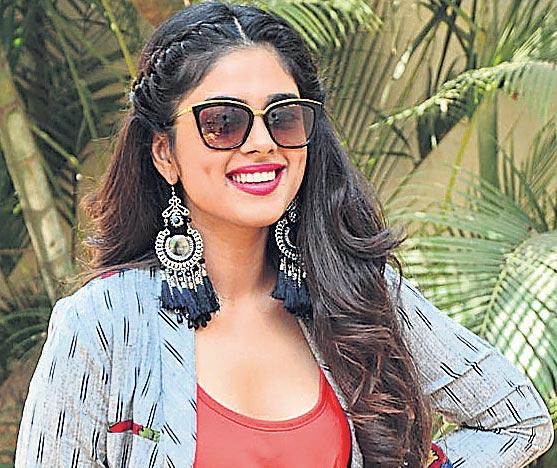 Siddhi Idnani interview (Telugu) about Prema Katha Chitram 2 - Sakshi