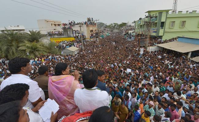 YS Vijayamma Speech At Srikakulam challavani peta Election Rally - Sakshi