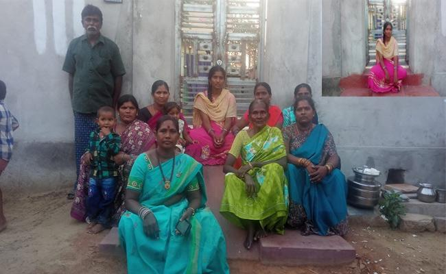 Lover Cheating Girl Protest In Front Of Lover House Khammam - Sakshi