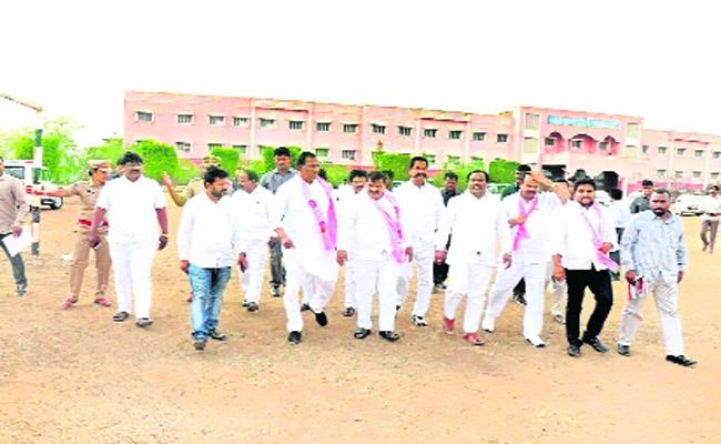 Lok sabha Political Fight Between TRS And Congress In Chevella - Sakshi