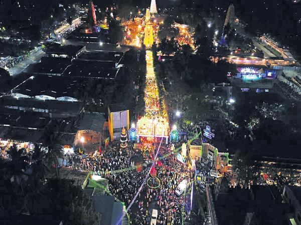 Sivarathri Mahotsavas as grand level in Srisailam - Sakshi