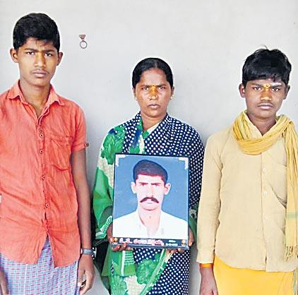onion crops farmer suicide on Debt problams - Sakshi