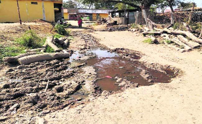 Border Village Suffers With Drainage - Sakshi