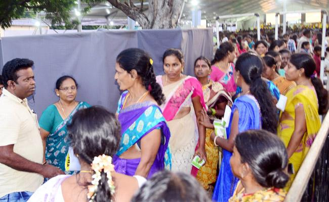CM Meeting Late Starts in Tirupati Womens Suffered Hungry - Sakshi