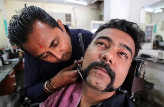 Bengaluru Hair Designer Gives The Abhinandan Moustache To 650 Men For Free - Sakshi