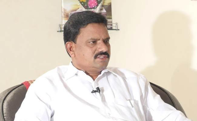 TDP Activists Protest Against Muppidi Venkateswara Rao - Sakshi